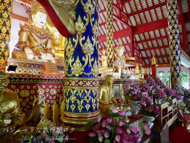 ワット・スワンドーク(周辺の寺院:お花が飾られている)