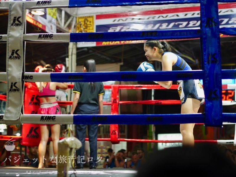 ターペー・ボクシング・スタジアムでの女子の試合
