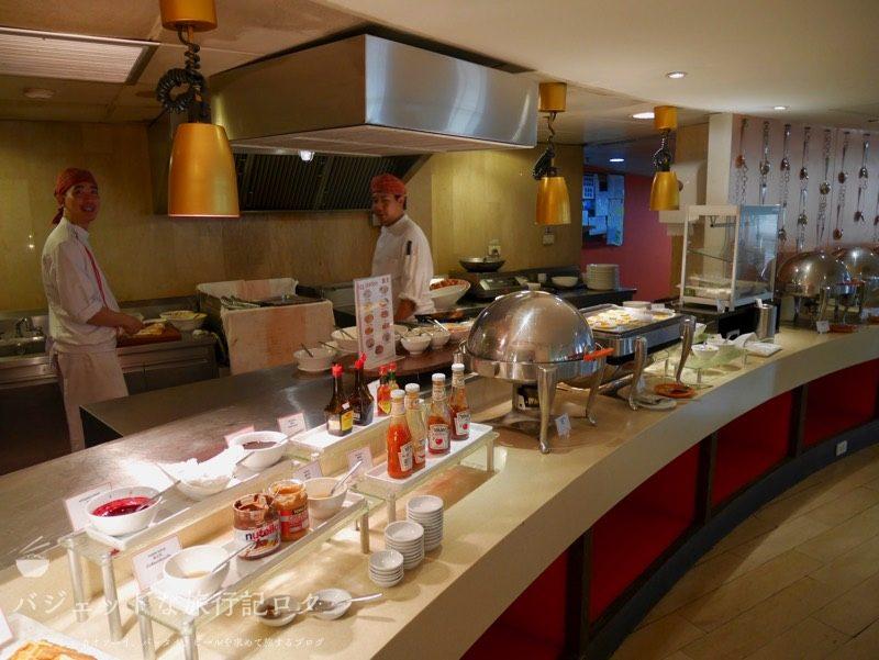 デュシットD2チェンマイの朝食ビュッフェ(キッチンスタッフ)