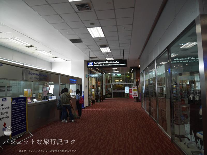 チェンマイ空港国際線側のイミグレーションを抜けて突き当たりにラウンジがある