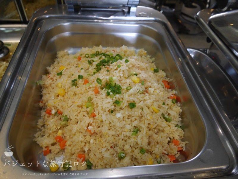 チェンマイ国際空港コーラル・エグゼクティブ・ラウンジの軽食(炒めご飯)