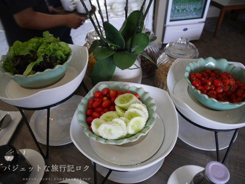 チェンマイ国際空港コーラル・エグゼクティブ・ラウンジの軽食(サラダ類)