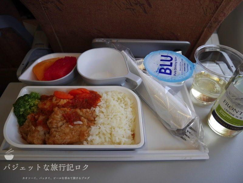 シルクエアーA320の機内食。この日は魚料理。