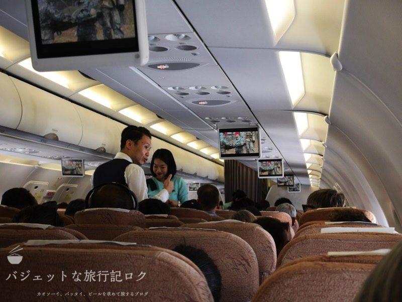 シルクエアーA320の機内食配膳風景