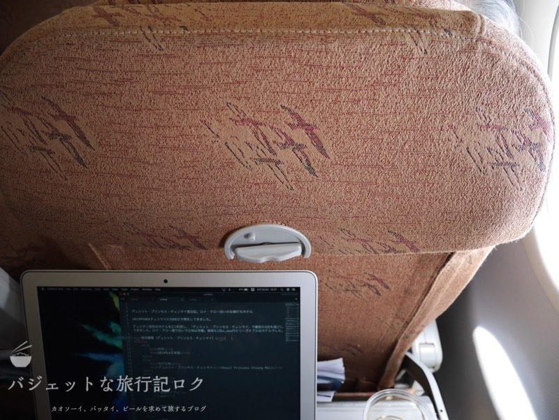 シルクエアーA320の機内での作業風景