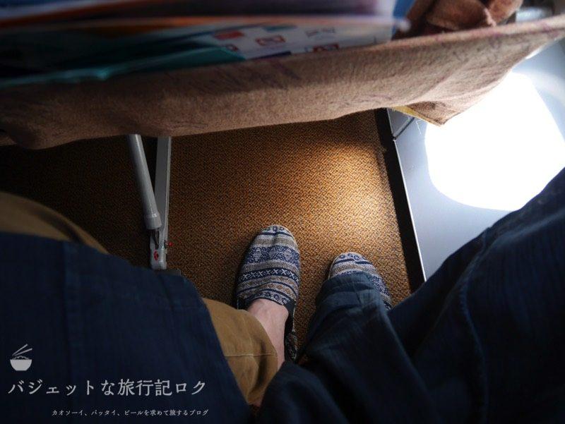 シルクエアーA320の機内座席足元