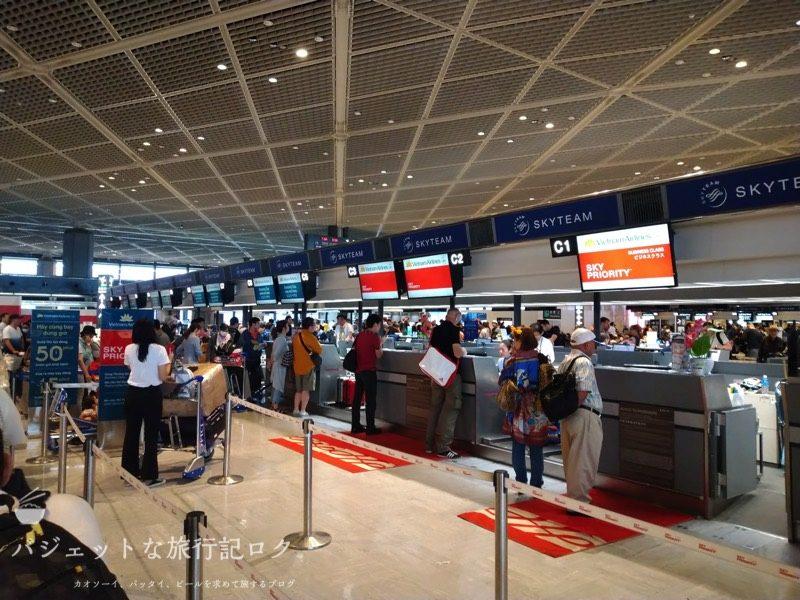 成田空港第1ターミナル北ウィングのベトナム航空チェックインカウンター(スカイプライオリティを使ってみたい)