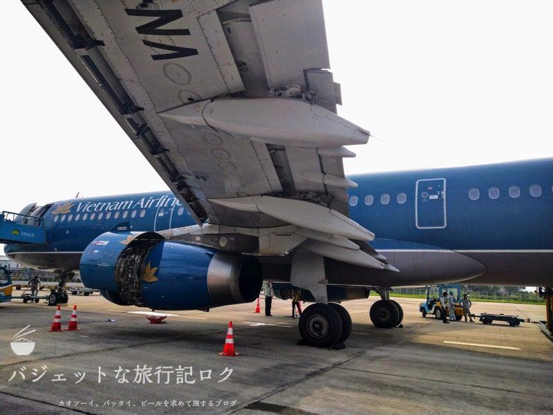 ハノイ・ノイバイ国際空港からバンコクへ移動する際に搭乗したA321。結局は遅延で降ろされた(外観)