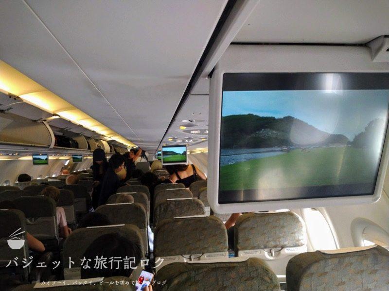 ハノイ・ノイバイ国際空港からバンコクへ移動する際に搭乗したA321。結局は遅延で降ろされた(A321機内モニター手前)
