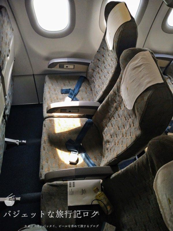 ハノイ・ノイバイ国際空港からバンコクへ移動する際に搭乗したA321。結局は遅延で降ろされた(A321座席)