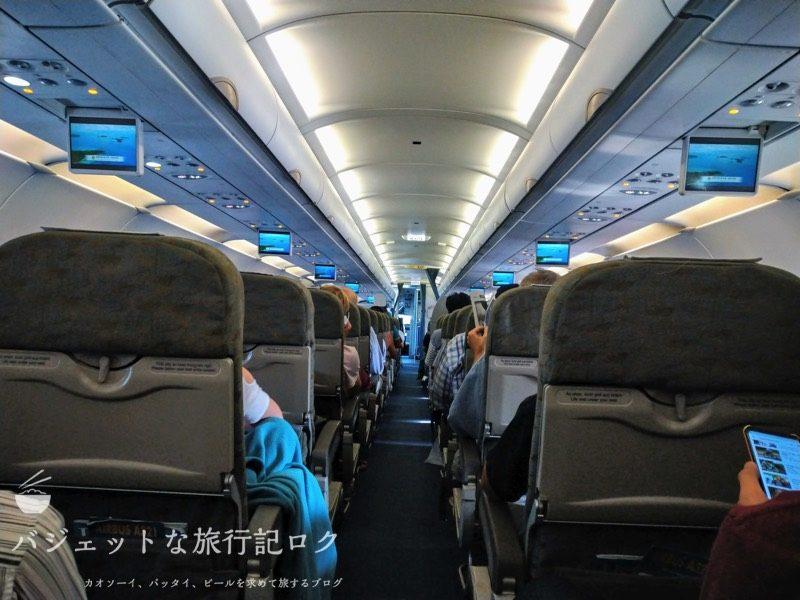 ハノイ・ノイバイ国際空港からバンコクへ移動する際に搭乗したA321。結局は遅延で降ろされた(A321機内)