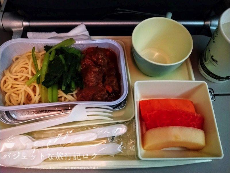 ハノイ・ノイバイ国際空港で遅延して国内線ターミナルからホーチミンへの搭乗(B787-9の機内食)