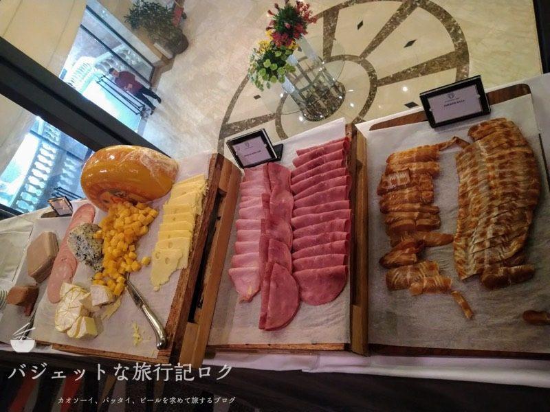ベトナム・ホーチミンシティ1区のサイゴンプリンスホテル(朝食ビュッフェ・チーズとかハム)
