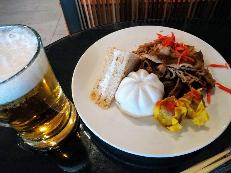 マニラ空港第3ターミナルPAGSSラウンジ(ニノイ・アキノ国際空港)の食事。牛丼やら肉まんやら日本人好み