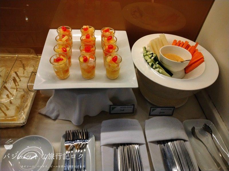 マニラ空港第3ターミナル スカイビュー・ラウンジ(ニノイ・アキノ国際空港)の軽食・食事エリア