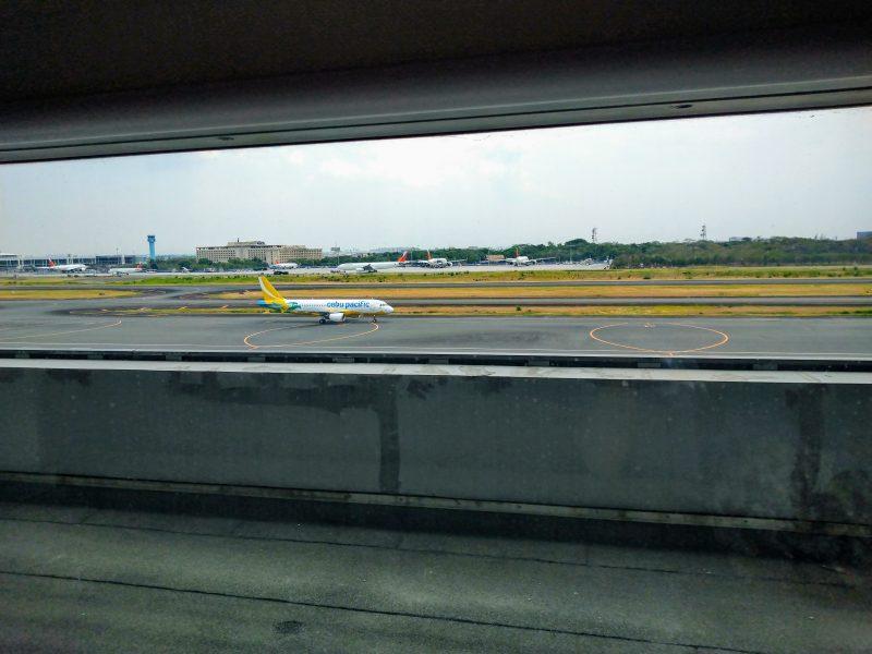 マニラ空港第3ターミナル スカイビュー・ラウンジ(ニノイ・アキノ国際空港)から眺める外の風景