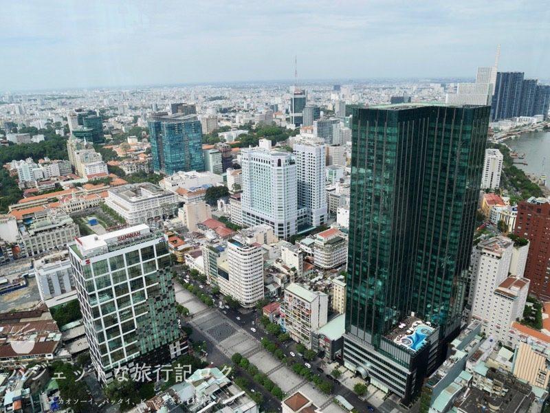 ベトナム・ホーチミンシティ1区のサイゴンプリンスホテル(サイゴンスカイデッキからホテル周辺を望む)