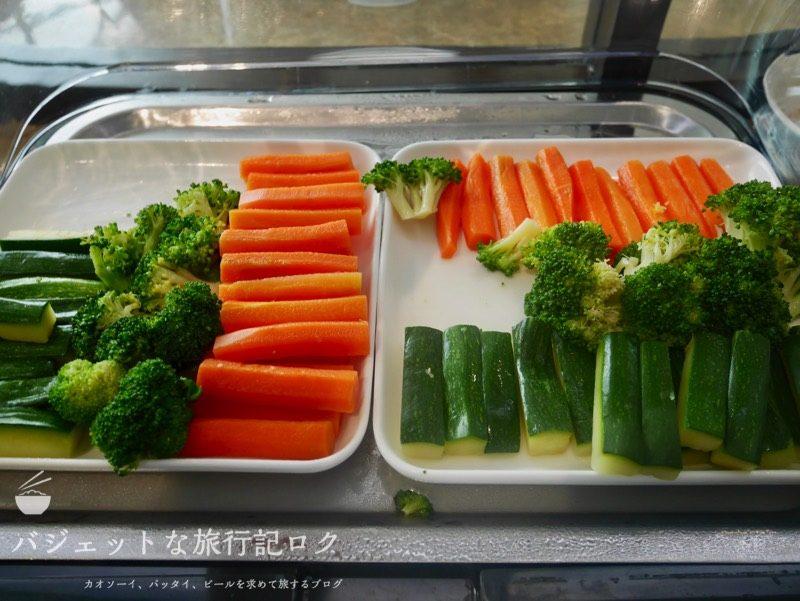 ハノイ・ノイバイ国際空港のプライオリティパスで入れるソン・ホン・ビジネス・ラウンジ(野菜がある)