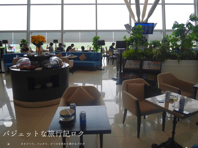 ハノイ・ノイバイ国際空港のプライオリティパスで入れるソン・ホン・ビジネス・ラウンジ(逆光に...)