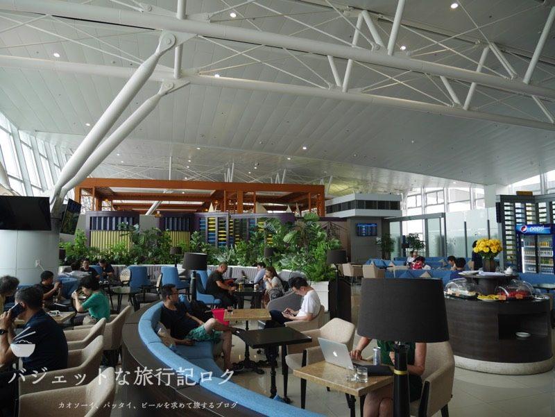 ハノイ・ノイバイ国際空港のプライオリティパスで入れるソン・ホン・ビジネス・ラウンジ(光の多い空間)