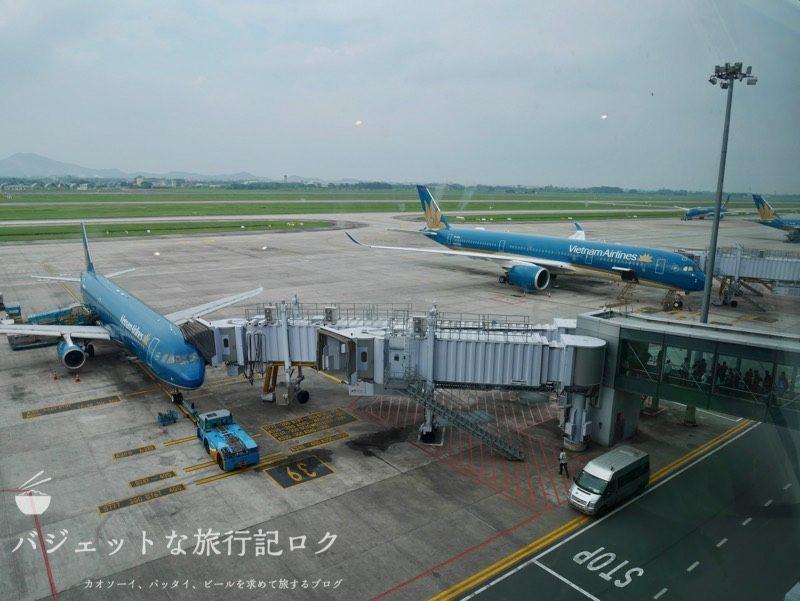 ハノイ・ノイバイ国際空港のプライオリティパスで入れるソン・ホン・ビジネス・ラウンジ(窓からはベトナム航空の飛行機がたくさん)