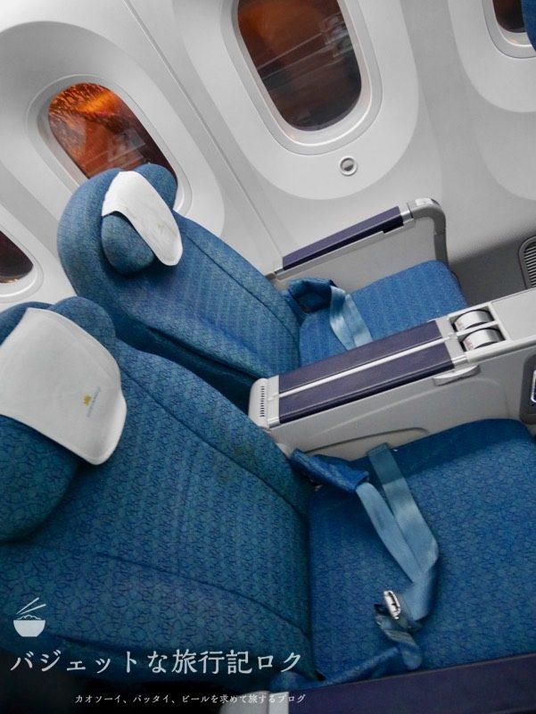 ハノイ・ノイバイ国際空港で遅延して国内線ターミナルからホーチミンへの搭乗(B787-9の機内座席)