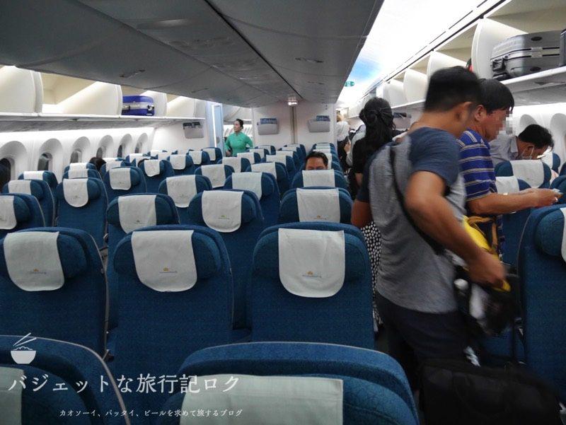 ハノイ・ノイバイ国際空港で遅延して国内線ターミナルからホーチミンへの搭乗(B787-9の機内へ潜入)