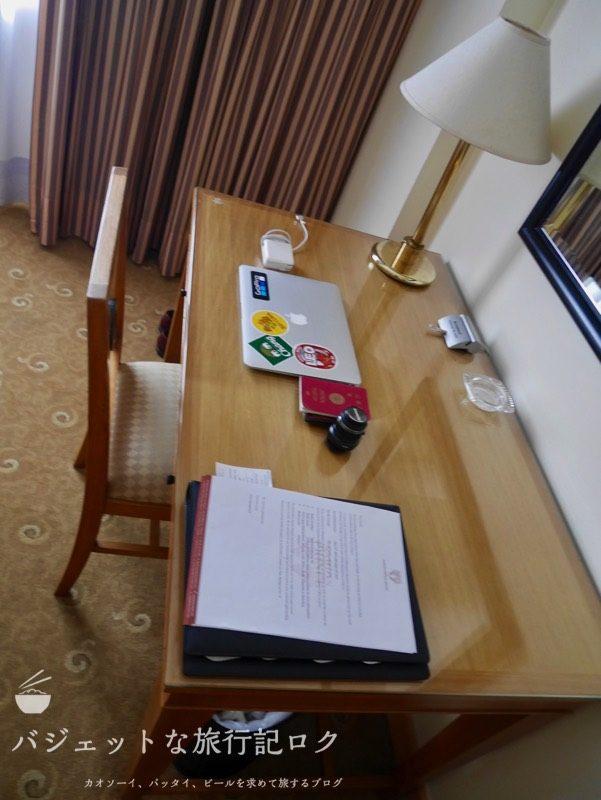 ベトナム・ホーチミンシティ1区のサイゴンプリンスホテル(客室内のデスクとチェア)