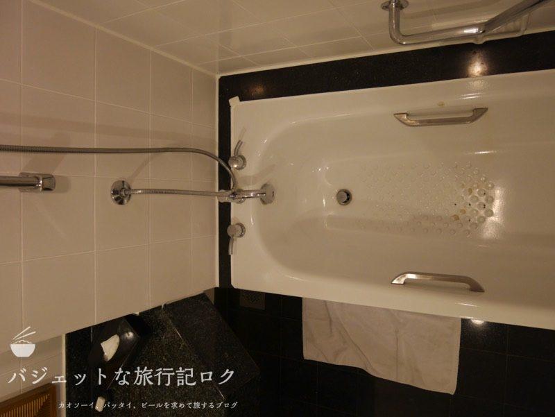 ベトナム・ホーチミンシティ1区のサイゴンプリンスホテル(バスルームの浴槽とシャワー)