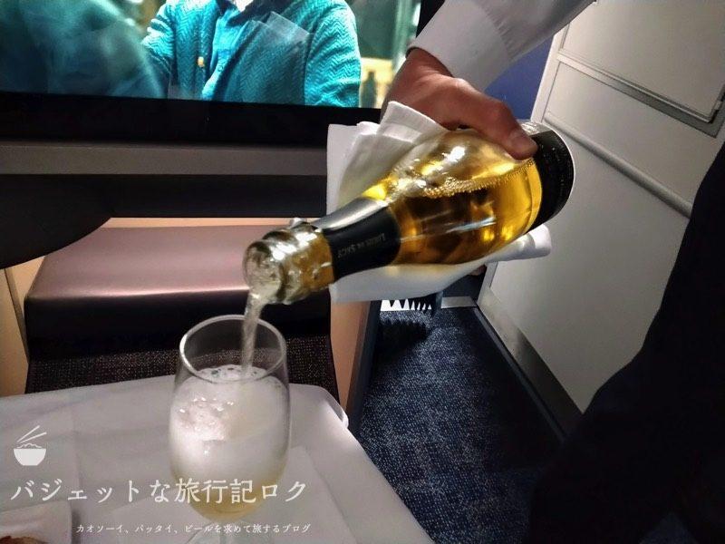 フィリピン航空ビジネスクラスで振舞われたシャンパン