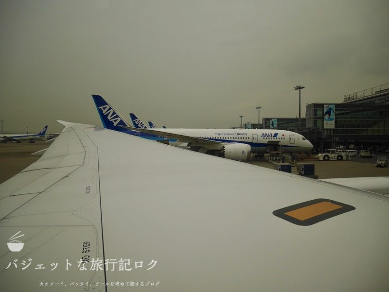 ANA搭乗機羽田からマニラ(NH869便) 隣にも同機材が出発をまつ風景