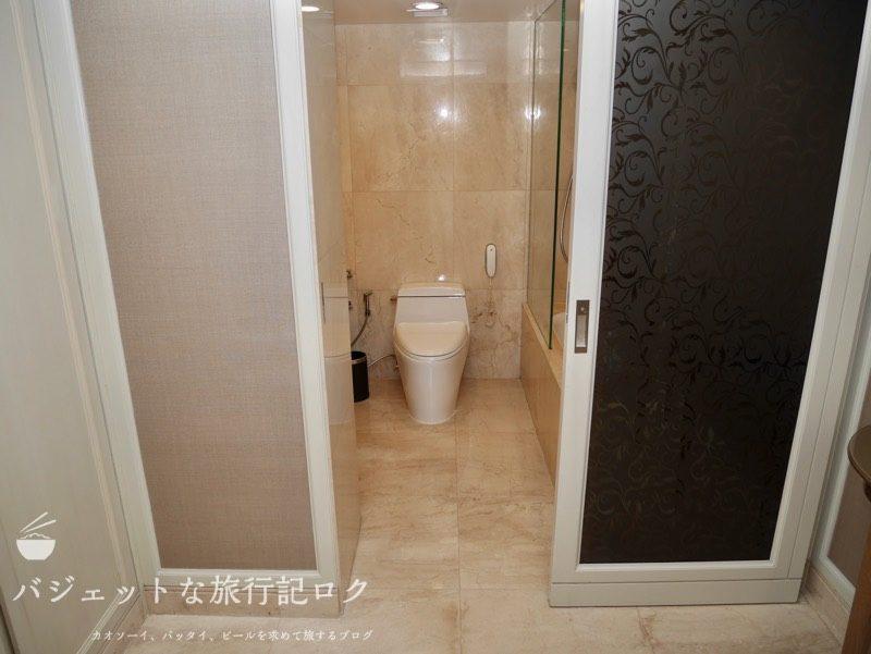 Dusit Thani Manila(バスルーム・シャワールームへの入り口)