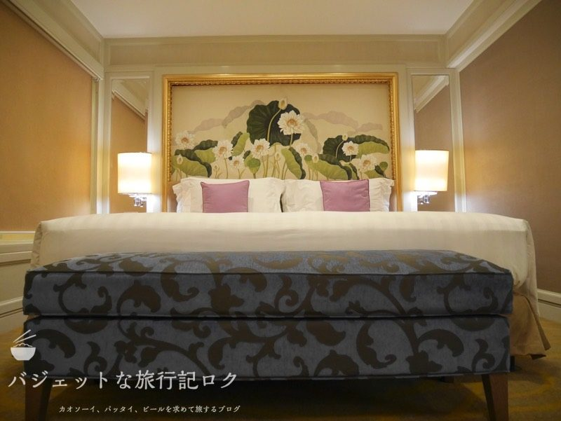 デュシタニマニラ・クラブプレミアルーム(客室ベッド)