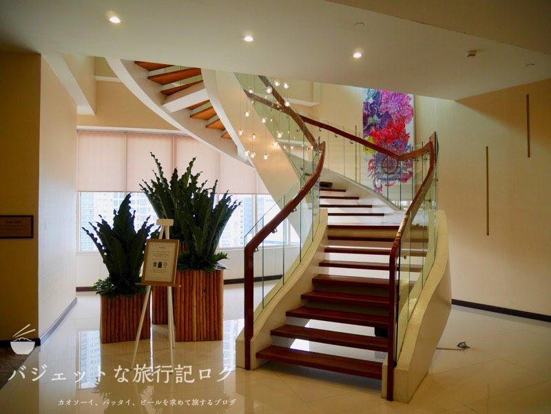 デュシタニマニラ・クラブラウンジ(17Fへの階段)