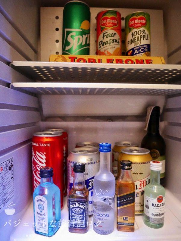 デュシタニマニラ・クラブプレミアルーム(冷蔵庫のアルコールやドリンク類)