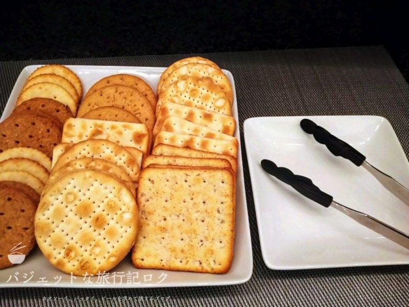 ANAはフィリピン航空のコードシェア便で使える成田空港アメリカン航空アドミラルズラウンジ(軽食、お菓子)