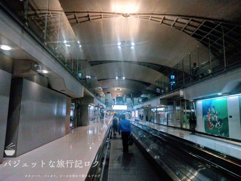 スワンナプーム国際空港(入国手続きへと向かう)