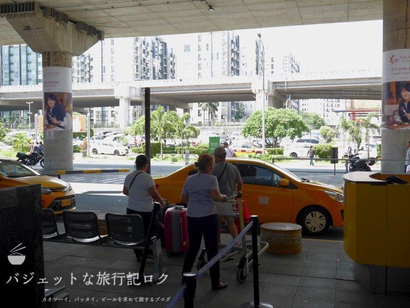 マニラ・ニノイアキノ国際空港から市内への移動手段(マニラ空港で捕まえられるイエロータクシー)