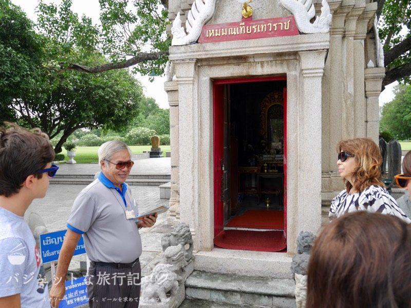 世界遺産アユタヤ観光のバーンパイン宮殿(ガイドさん登場)