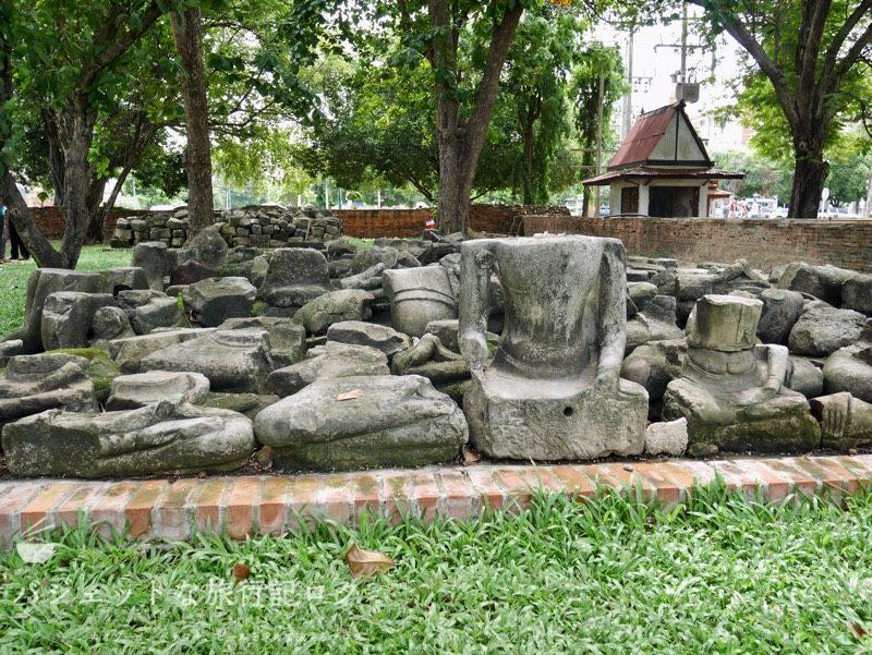世界遺産アユタヤ観光のワットマハタート(仏像の頭は破壊されている)
