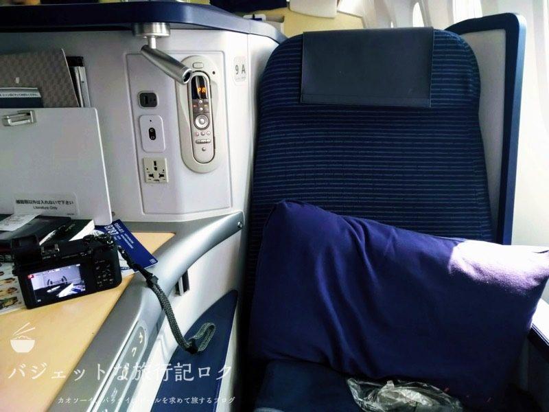 ANA B787-9スタッガード・フルフラット仕様ビジネスクラス(座席正面より)