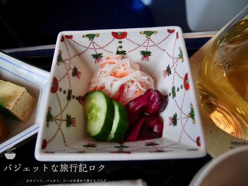 ANA B787-9スタッガード・フルフラット仕様ビジネスクラス(蟹蒲鉾と野菜のなます)