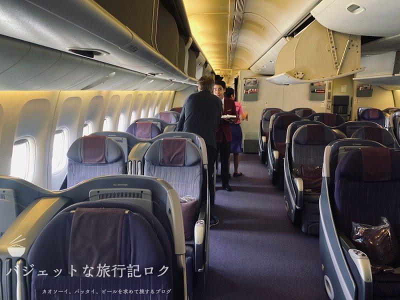 タイ国際航空 ビジネスクラス搭乗記(B777-200/TG551,ホーチミン~バンコク) - 機内に入ったところ