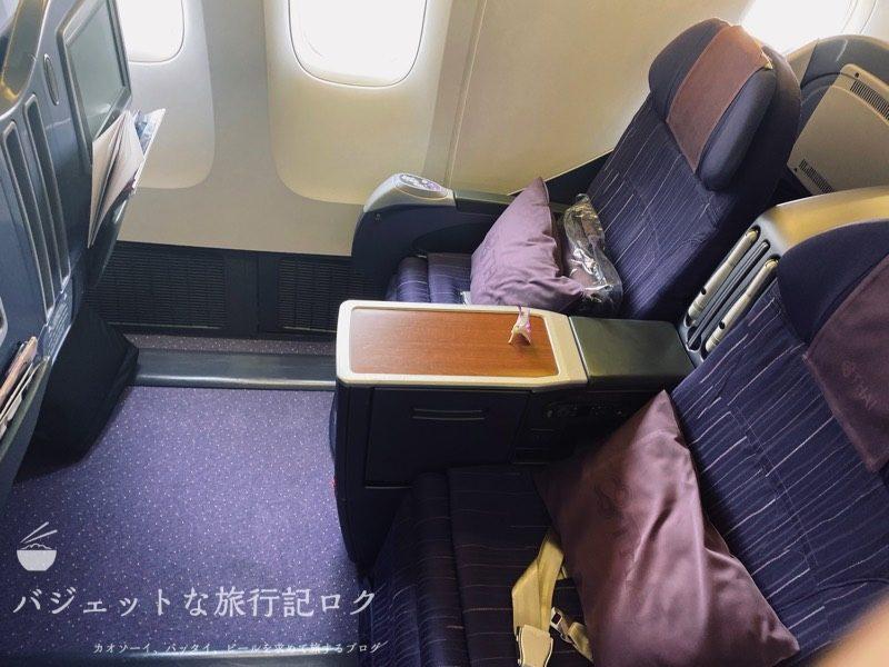 タイ国際航空 ビジネスクラス搭乗記(B777-200/TG551,ホーチミン~バンコク) - クレードルなお座席