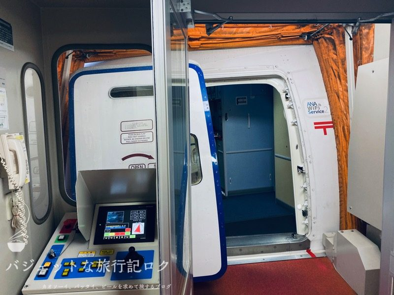ANA787-8クレードル仕様ビジネスクラス(ビジネスクラス搭乗口はあまり人がいなかった)