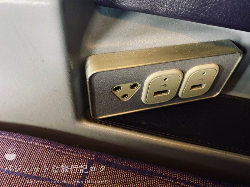 タイ国際航空ジャンボB747-400ビジネスクラス搭乗記(USB充電、ヘッドホンジャック)