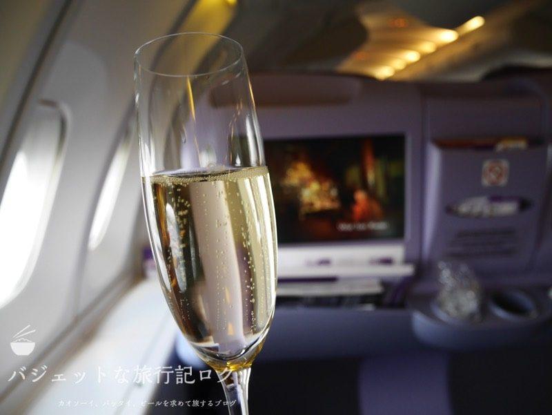 タイ国際航空ジャンボB747-400ビジネスクラス搭乗記(意識高そうな感じでシャンパンをいただく)