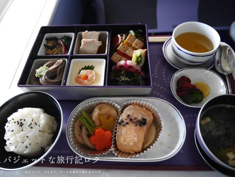 タイ国際航空ジャンボB747-400ビジネスクラス搭乗記(2時間遅らせた和食機内食)