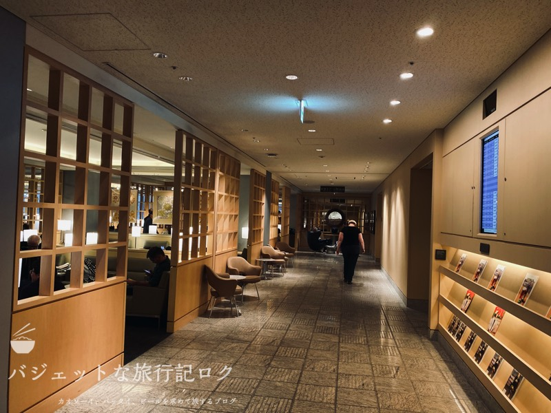 成田空港ユナイテッド航空・ユナイテッドクラブ・ラウンジ(廊下も広い)