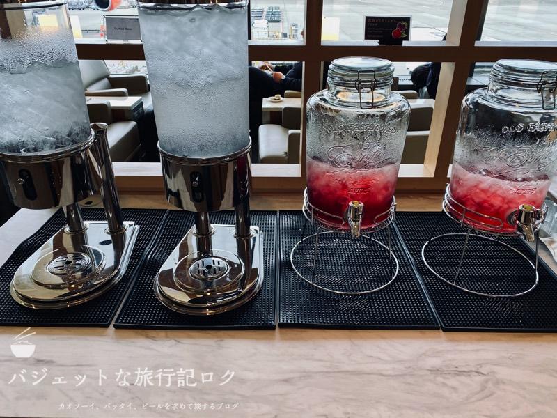 成田空港ユナイテッド航空・ユナイテッドクラブ・ラウンジ(お水)